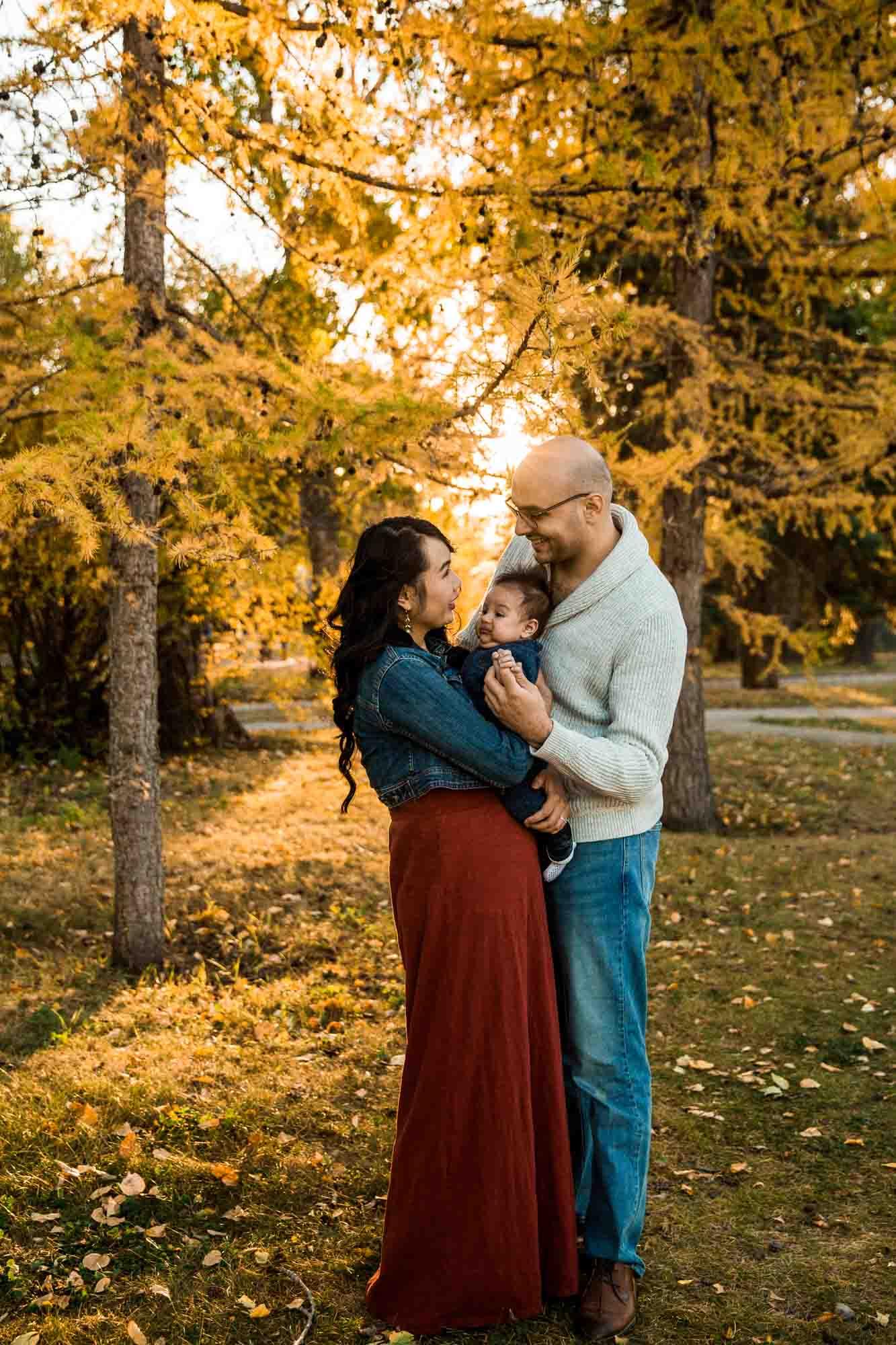 Calgary family, newborn and maternity photographer, fall family photos at Bowness Park