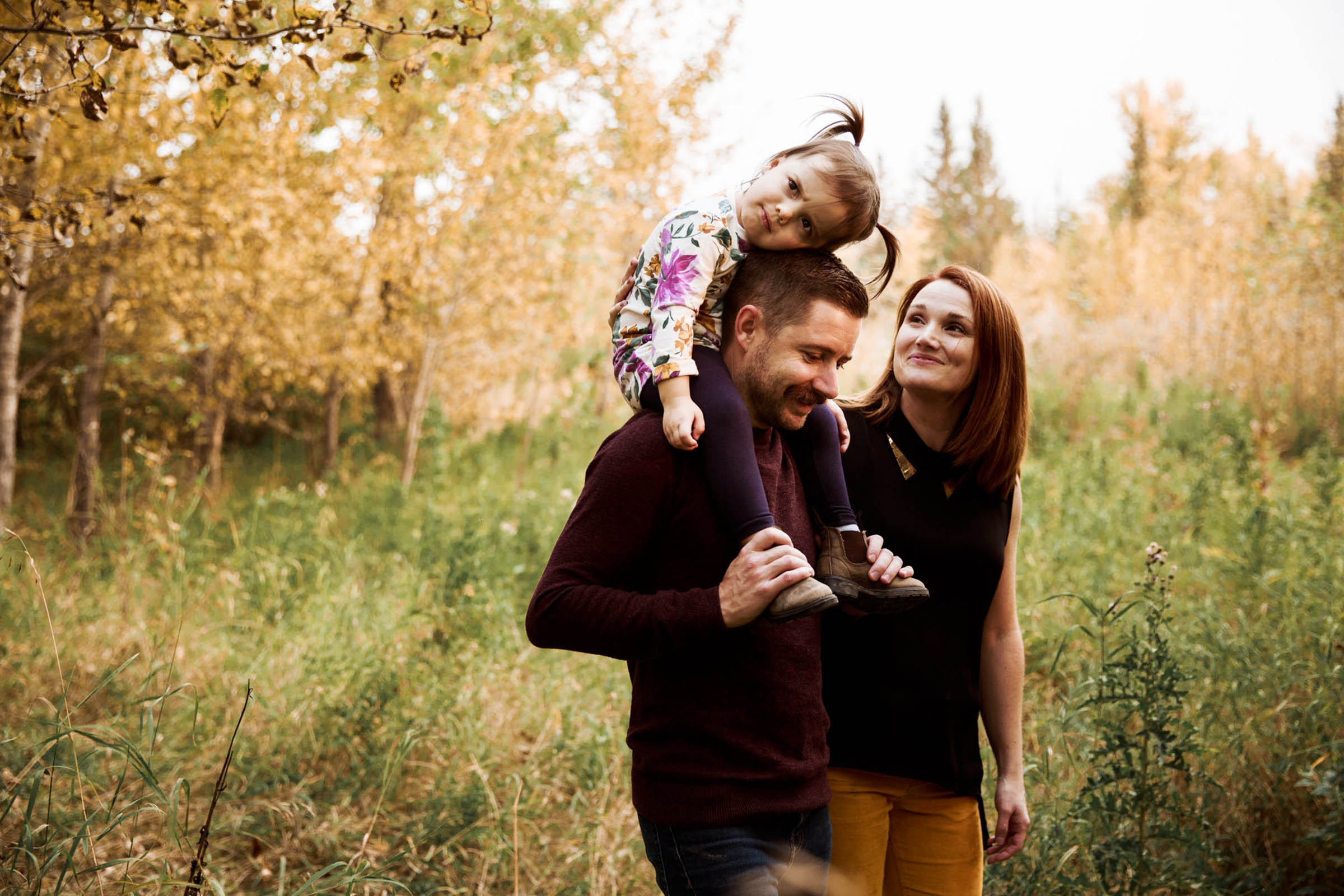 Calgary wedding and lifetyle family photographer, maternity session at Fish Creek Park