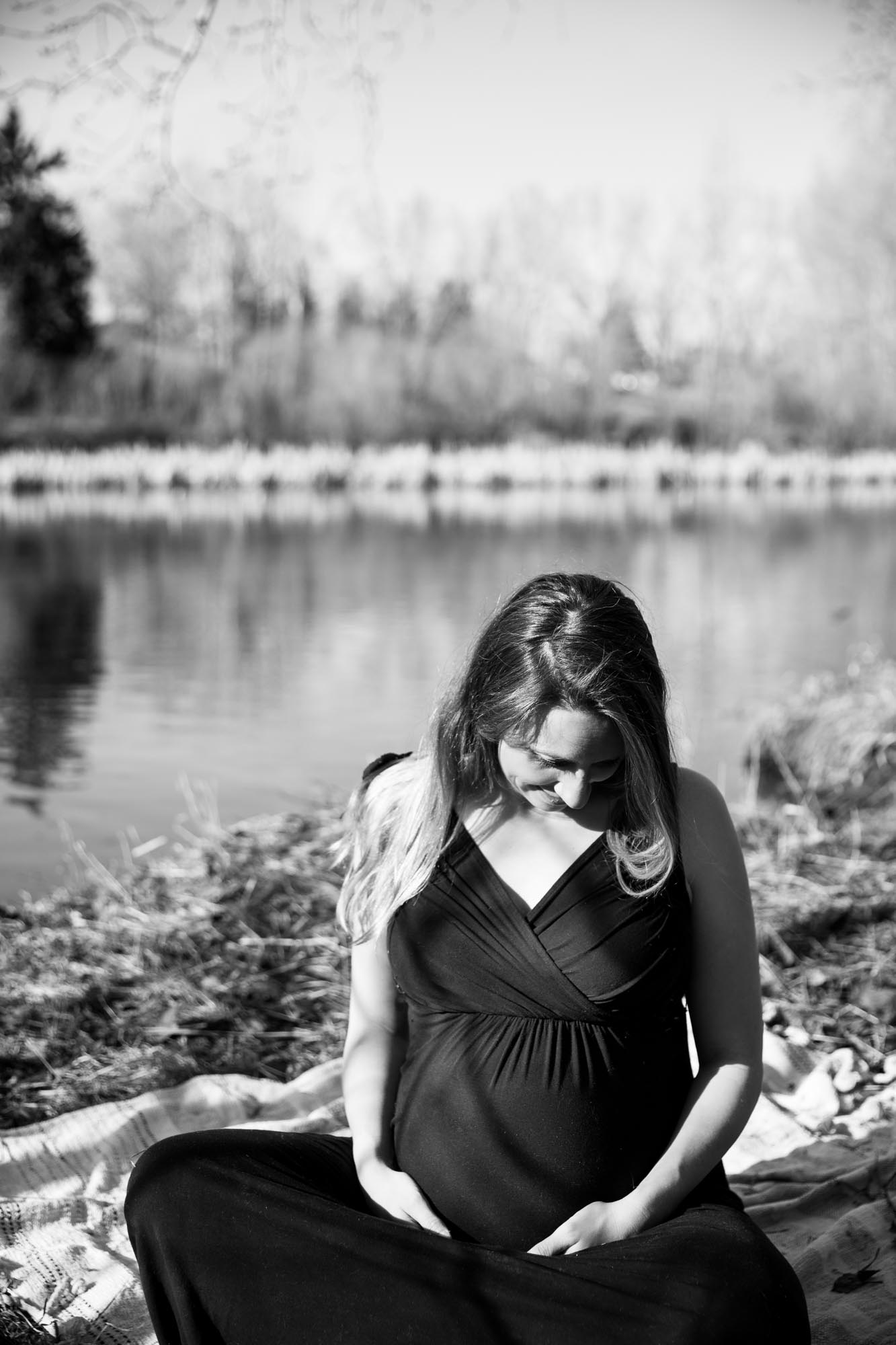 Calgary lifestyle photographer, maternity photos at Confederation Park, mother to be