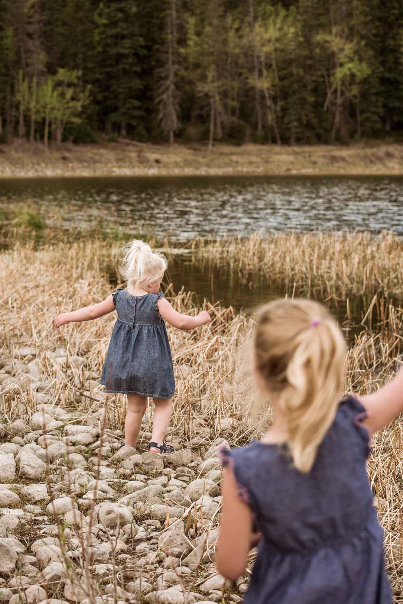Calgary family photographer, mountain location for photos