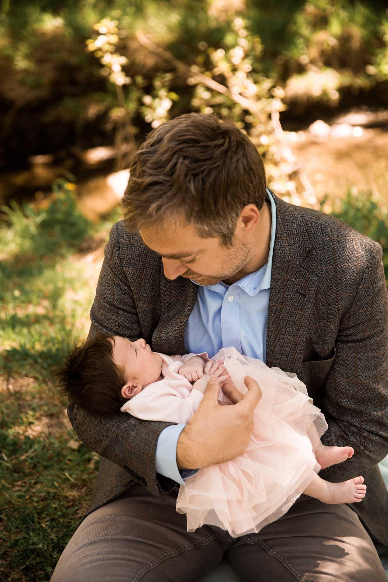 Calgary family maternity and newborn photographer, family photo at Confederation Park